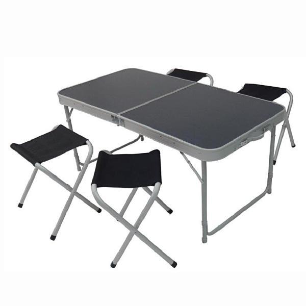 0 Pikniksett bord og 4 krakker